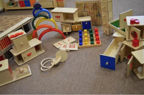 Какую роль Монтессори материалы играют в развитии ребенка